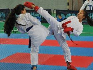 2019 Karate Karadeniz Fırtına Ligi'nin ilk etabı Beşirli Spor Kompleksi'nde gerçekleştirildi
