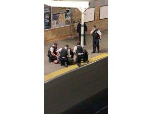 Tren istasyonunda palalı adam paniği