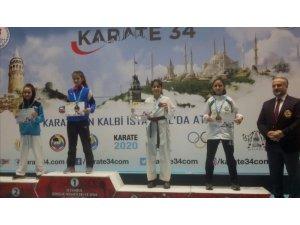 Salihlili karateciler başarıya doymuyor