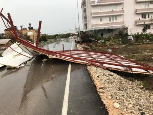 Fırtına nedeniyle çatıdan düşen adam hayatını kaybetti
