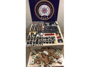 Bursa'da 40 bin liralık kaçak telefon yakalandı