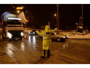 Denizli-Antalya karayolunda kar ulaşımı olumsuz etkiledi