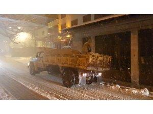 Karabük'te araçlar yolda mahsur kaldı