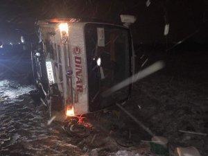 Denizli'de öğrencileri taşıyan midibüs devrildi: 13 yaralı