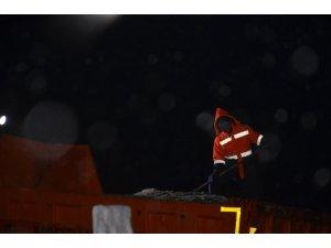 Bursa-Keles yolunda kar esareti
