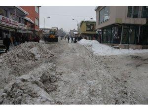 Varto Belediyesinden kar temizleme çalışması