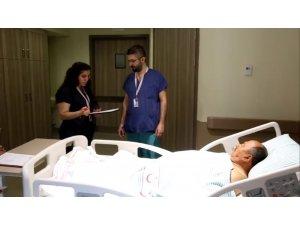 Şehir Hastanesinde bir hasta eş zamanlı iki ameliyatla sağlığına kavuştu