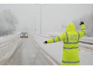 Tokat'ta yoğun kar yağışı ulaşımı aksatıyor