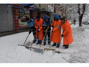 Kocasinan'da karlar temizleniyor