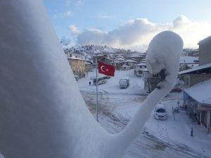 Pazrlar'da kar kalınlığı 20 santimetreye ulaştı