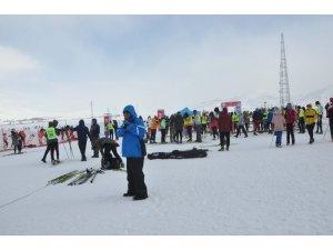 17 ilden 420 kayakçı Bitlis'te yarışıyor