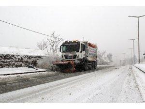 Hacılar'da karla mücadele tüm hızıyla devam ediyor