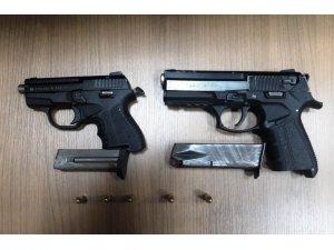Şüphelilerin üzerinden 2 adet silah çıktı