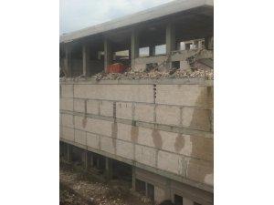 Rize'de Fırtına inşaat duvarı çökertti