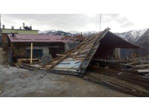 Trabzon'da fırtına 200 konut ve 4 kamu binasına zarar verdi