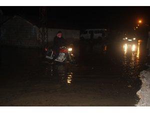 Amik Ovasına kurulan bent yıkıldı köy sular altında kaldı
