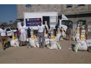 İnsani yardımlar Yemen'e ulaştırıldı