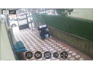 Kadın kılığına girip dilenen şahıs kameralara yakalandı