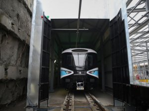 Kabataş-Mahmutbey metro hattında ilk araç raya indi