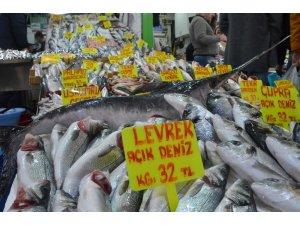 Kötü hava, balık fiyatlarını vurdu