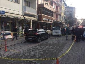 Belediye binası önünde silah sesleri paniğe neden oldu