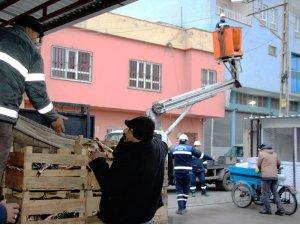 Dicle Elektrik ekipleri 24 saat esasıyla çalışıyor