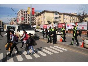 Cizre'de yaya öncelikli trafik uygulaması başlatıldı