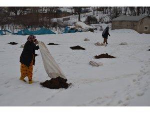 Köylülerin zorlu kış mesaisi