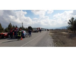 Çarpışan otomobillerden biri ikiye bölündü: 4 kişi yaralandı