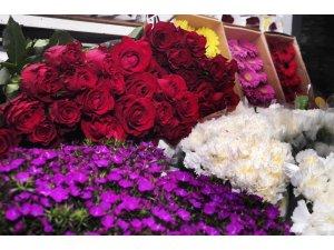 Çikolata ve çiçek sektöründe yüzler gülüyor