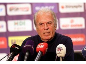 """Mustafa Denizli: """"Şu an sendelemiş durumdayız ama düşmedik"""""""