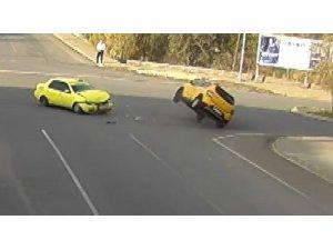 Bingöl'de kaza anları MOBESE'ye yansıdı