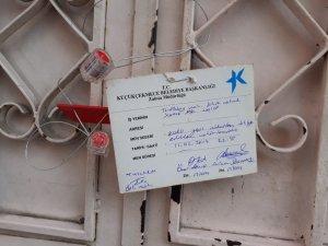 Küçükçekmece'de yıkılma tehlikesi olan bir bina boşaltıldı