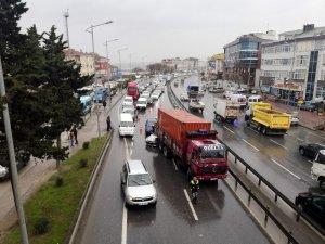 E-5 Büyükçekmece'de trafiği durduran zincirleme kaza: 2 çocuk yaralı