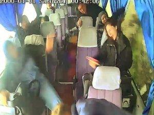 7 kişinin yaralandığı kazada korku ve panik anları araç kamerasına yansıdı