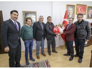 Hacılar Belediye çalışanlarının sözleşme sevinci