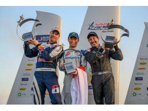 Red Bull Air Race'de ilk kazananı saliseler belirledi