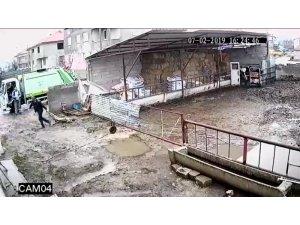 Vurulan köpeğin sürüklenerek çöp kamyonuna atılması kamerada