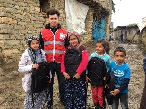 Türk Kızılayı'ndan öğrencilere kırtasiye yardımı