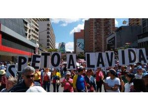 Venezuela'da Maduro ve Guadio destekçileri meydanlarda