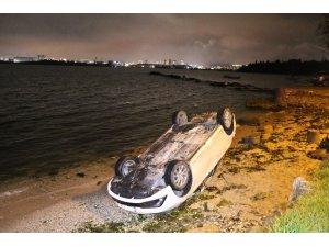 Tuzla'da otomobil denize uçmaktan son anda kurtuldu