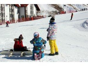 Palandöken'de gündüz kayakta, gece eğlence mekanında eğlendiler