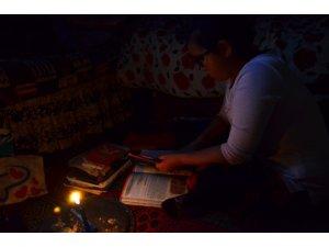 Mum ışığında ders çalışan Sude Naz'ın dramı