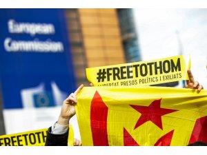 Brüksel'de yüzlerce kişi Katalan politikacılara destek için yürüdü