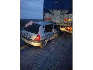 Şanlıurfa'da otomobil tır dorsesinin altına girdi: 8 yaralı