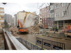 Yunus Apartmanı'nda yıkım çalışmaları dördüncü gününde
