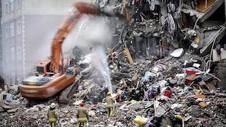 Kartal'daki riskli binaların yıkımı devam ediyor!