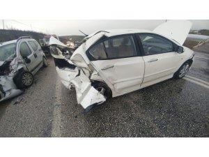 Kepsut'ta kaza: 1 ölü, 6 yaralı