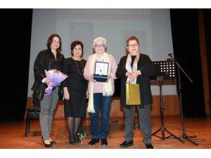 Beşir Göğüş Ödülü Ayla Çınaroğlu'nun oldu