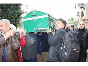 Gazeteci Aloğlu, meslektaşlarının omuzlarında taşındı